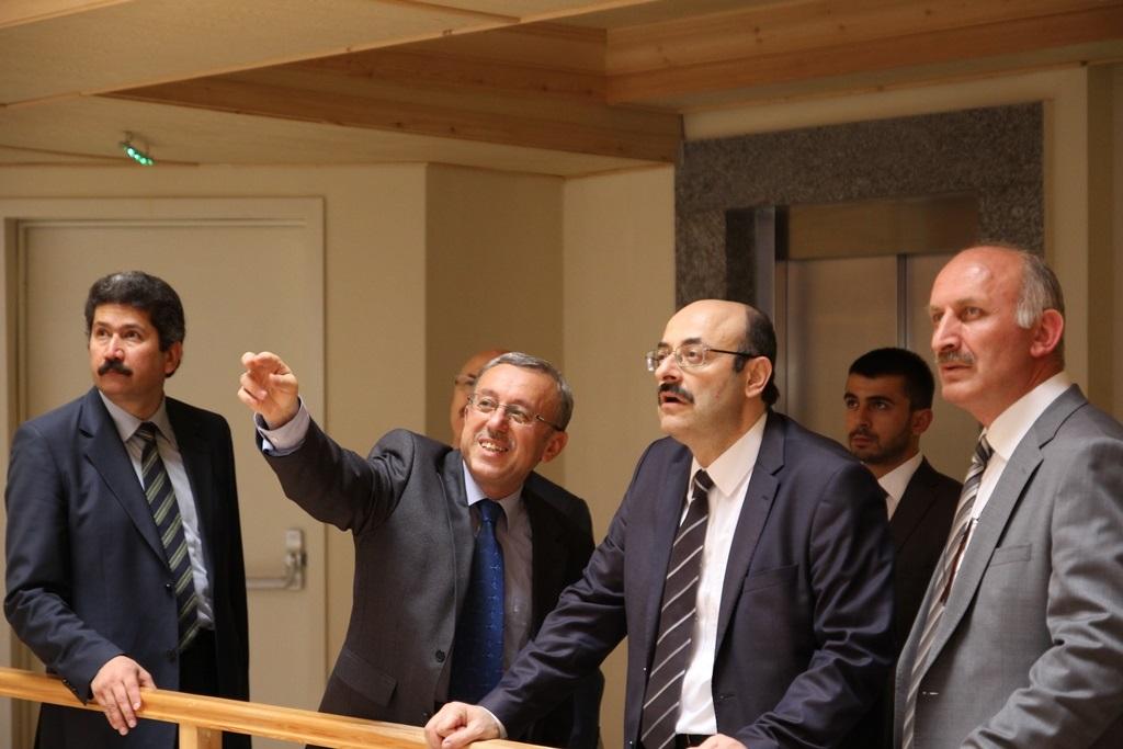 http://ebe.fatihsultan.edu.tr/resimler/upload/Yil-Sonu-Sergisi-Prof-Dr-Oktay-Aslanapa-Anisina-10120613.jpg