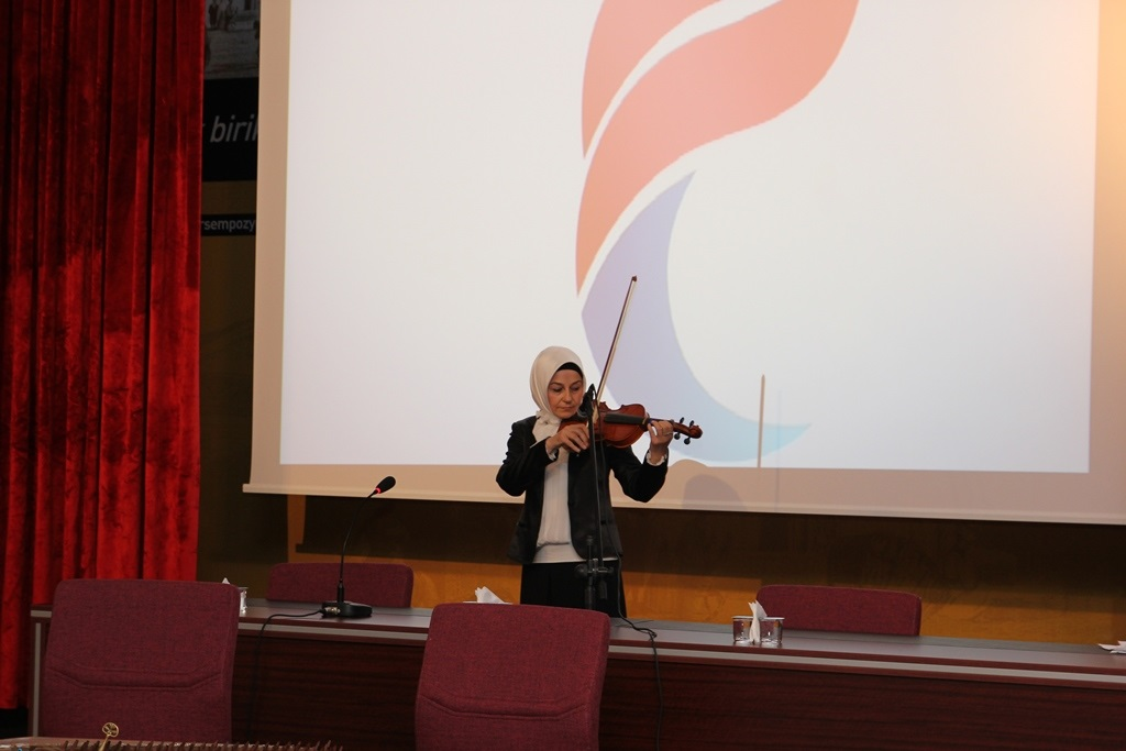 http://ebe.fatihsultan.edu.tr/resimler/upload/Yil-Sonu-Sergisi-Prof-Dr-Oktay-Aslanapa-Anisina-11120613.jpg