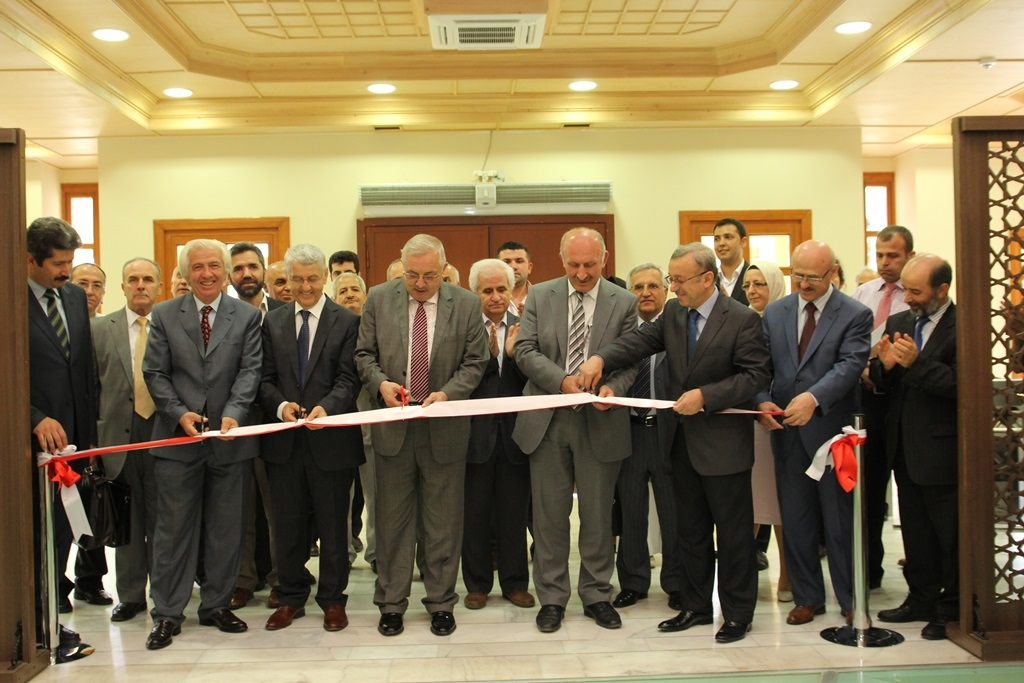 http://ebe.fatihsultan.edu.tr/resimler/upload/Yil-Sonu-Sergisi-Prof-Dr-Oktay-Aslanapa-Anisina-1120613.jpg