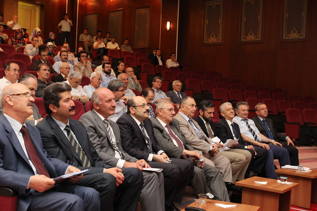http://ebe.fatihsultan.edu.tr/resimler/upload/Yil-Sonu-Sergisi-Prof-Dr-Oktay-Aslanapa-Anisina-12120613.jpg