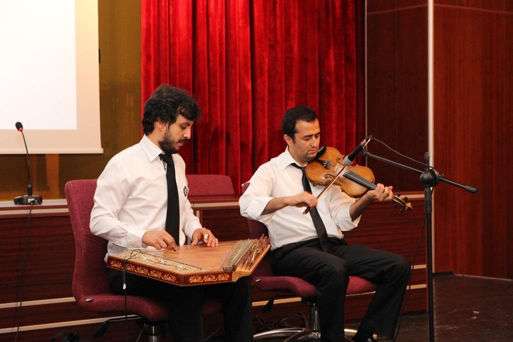 http://ebe.fatihsultan.edu.tr/resimler/upload/Yil-Sonu-Sergisi-Prof-Dr-Oktay-Aslanapa-Anisina-14120613.jpg