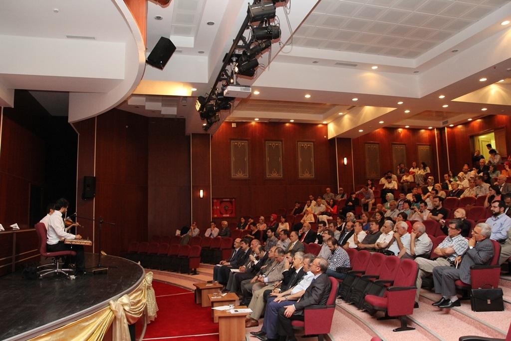 http://ebe.fatihsultan.edu.tr/resimler/upload/Yil-Sonu-Sergisi-Prof-Dr-Oktay-Aslanapa-Anisina-15120613.jpg