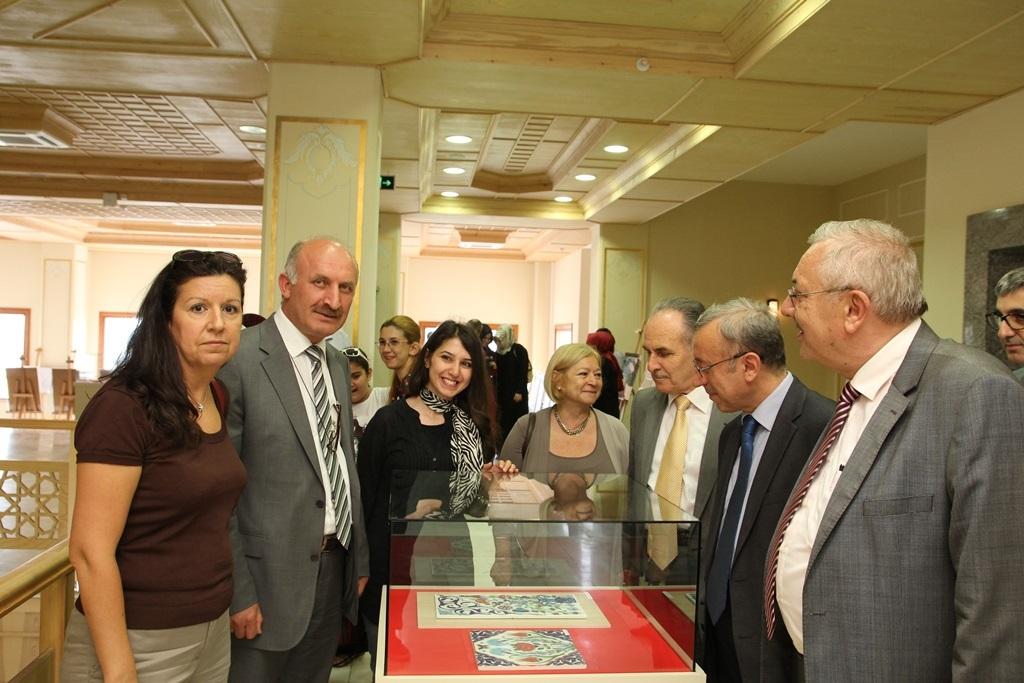 http://ebe.fatihsultan.edu.tr/resimler/upload/Yil-Sonu-Sergisi-Prof-Dr-Oktay-Aslanapa-Anisina-4120613.jpg