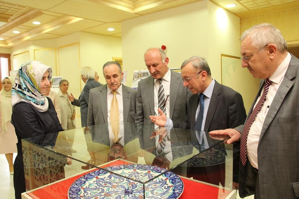 http://ebe.fatihsultan.edu.tr/resimler/upload/Yil-Sonu-Sergisi-Prof-Dr-Oktay-Aslanapa-Anisina-5120613.jpg
