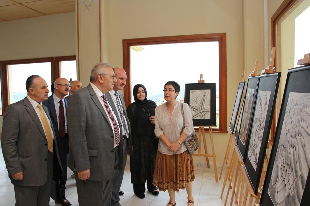 http://ebe.fatihsultan.edu.tr/resimler/upload/Yil-Sonu-Sergisi-Prof-Dr-Oktay-Aslanapa-Anisina-6120613.jpg