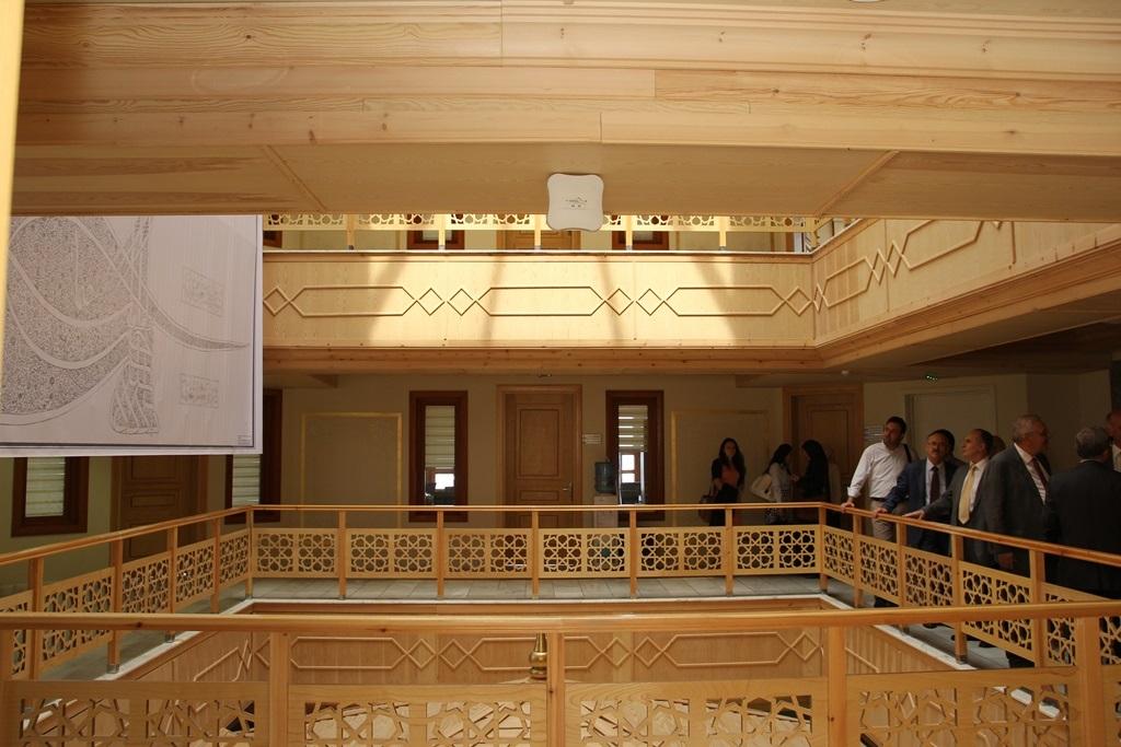 http://ebe.fatihsultan.edu.tr/resimler/upload/Yil-Sonu-Sergisi-Prof-Dr-Oktay-Aslanapa-Anisina-7120613.jpg