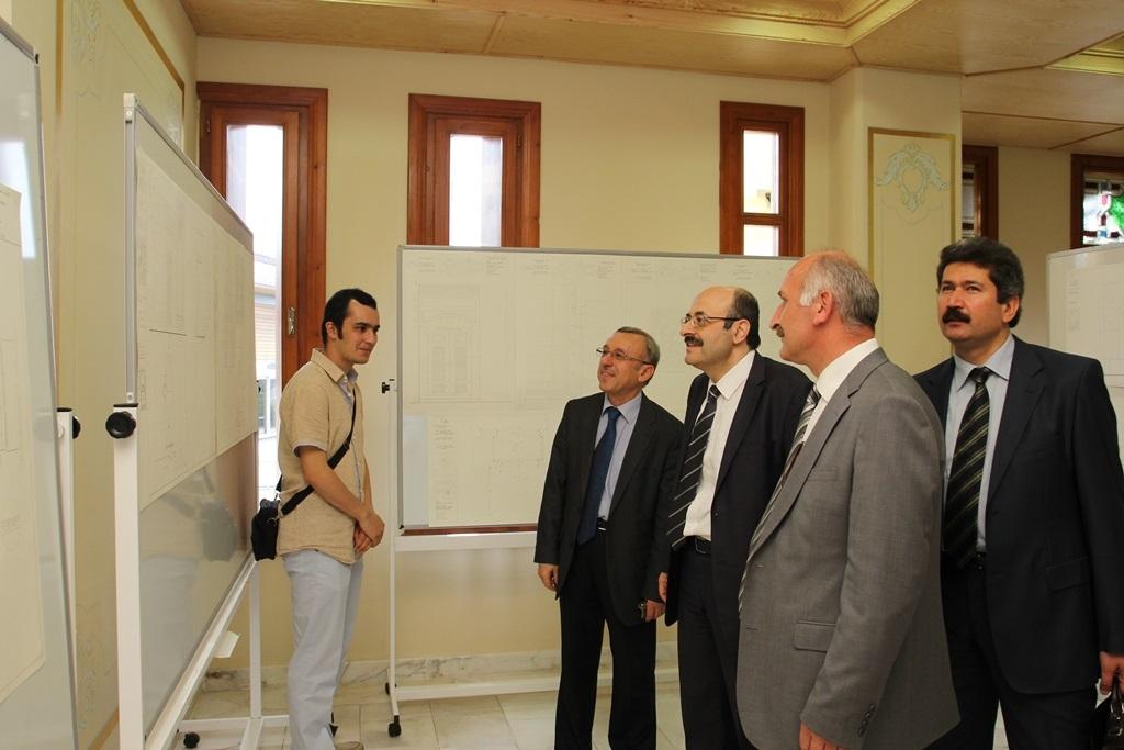 http://ebe.fatihsultan.edu.tr/resimler/upload/Yil-Sonu-Sergisi-Prof-Dr-Oktay-Aslanapa-Anisina-8120613.jpg