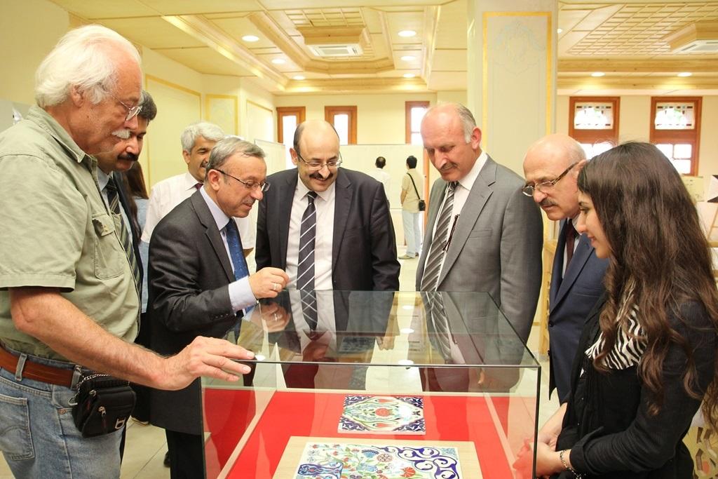 http://ebe.fatihsultan.edu.tr/resimler/upload/Yil-Sonu-Sergisi-Prof-Dr-Oktay-Aslanapa-Anisina-9120613.jpg